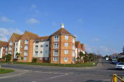 2 Bedrooms Flat for sale in West Road, Clacton-on-Sea, Essex