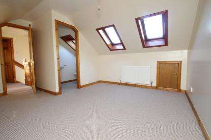 2 Bedrooms End Of Terrace House for sale in Main Street, Callander