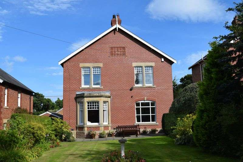 5 Bedrooms Detached House for sale in Woodside Villas, Hexham