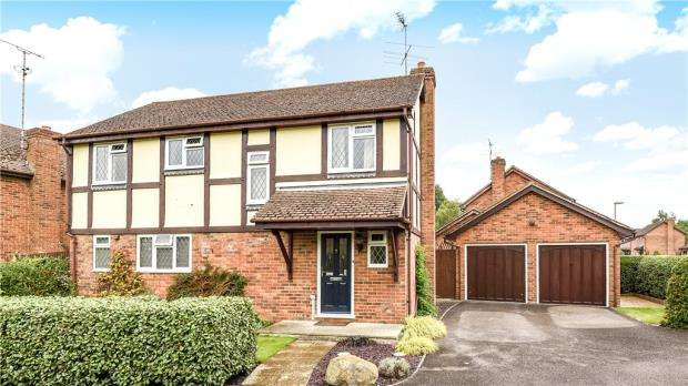 4 Bedrooms Detached House for sale in Freelands Drive, Church Crookham, Fleet