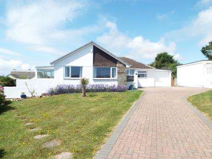 4 Bedrooms Bungalow for sale in Heybrook Bay