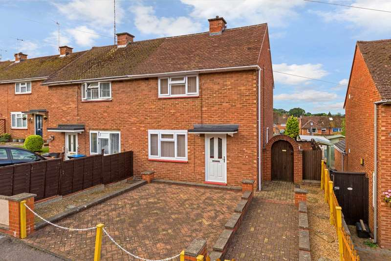 2 Bedrooms Semi Detached House for sale in Edlyn Close, Berkhamsted