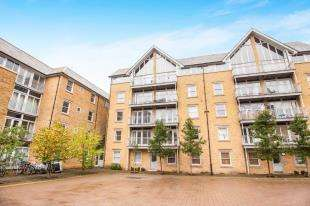 2 Bedrooms Flat for sale in St. Andrews Close, Canterbury, Kent