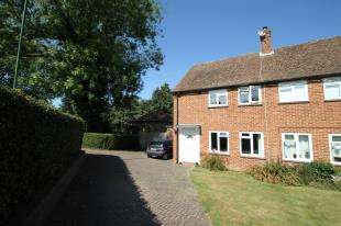 2 Bedrooms Semi Detached House for sale in Taylors Field, Midhurst, West Sussex