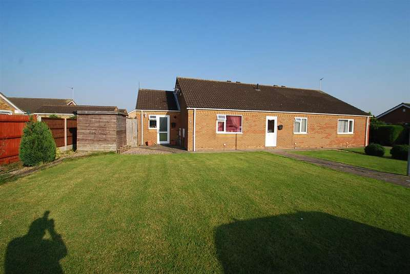 2 Bedrooms Bungalow for sale in Biscay Close, Skegness
