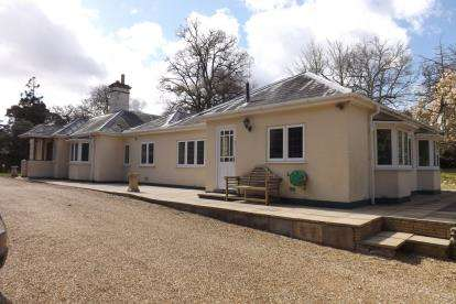 5 Bedrooms Bungalow for sale in Chilworth, Southampton, Hampshire