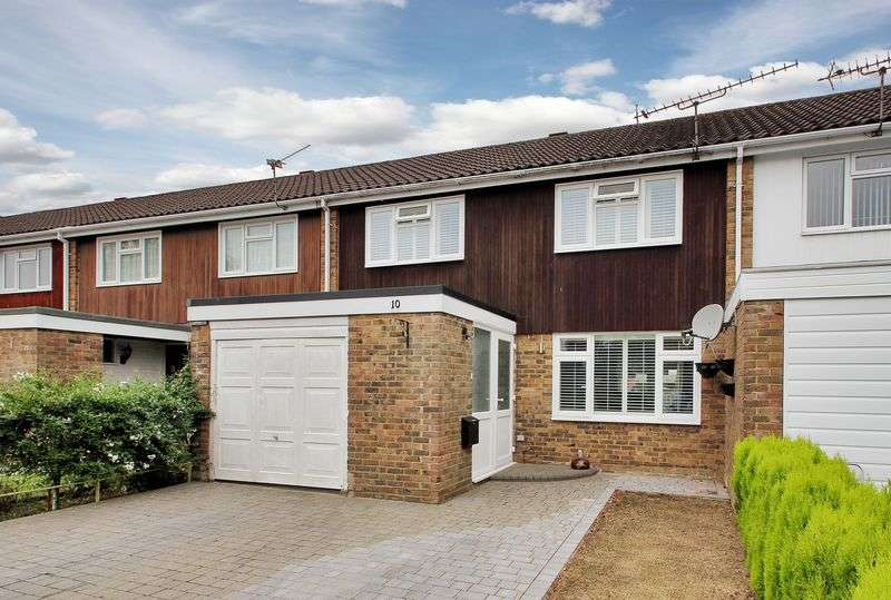 3 Bedrooms Terraced House for sale in Epsom Road, Furnace Green, Crawley, West Sussex