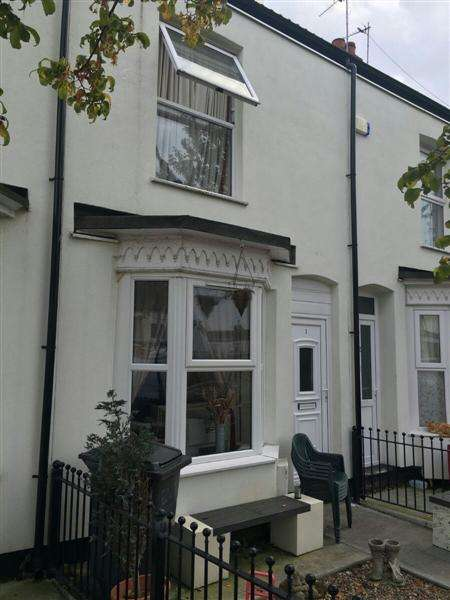 2 Bedrooms Terraced House for sale in Albion Grove, Carrington St, Hull