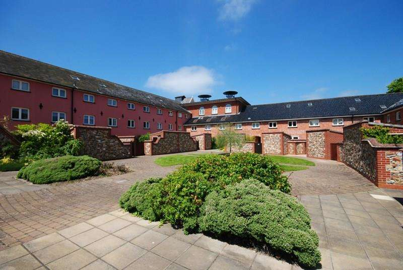 2 Bedrooms Apartment Flat for sale in Cherry Tree Court, Diss