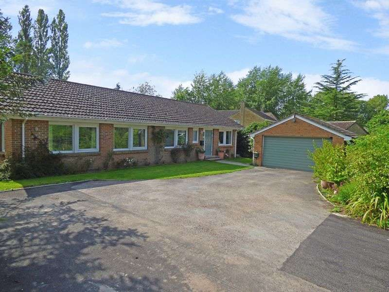 4 Bedrooms Detached Bungalow for sale in Brook Street, Fovant