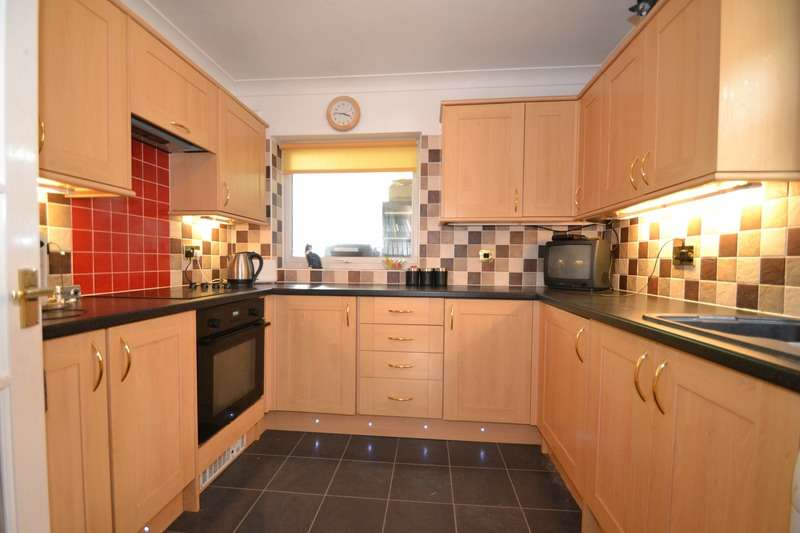 3 Bedrooms Semi Detached House for sale in Kingston Crescent, Chelmsford, Essex, CM2