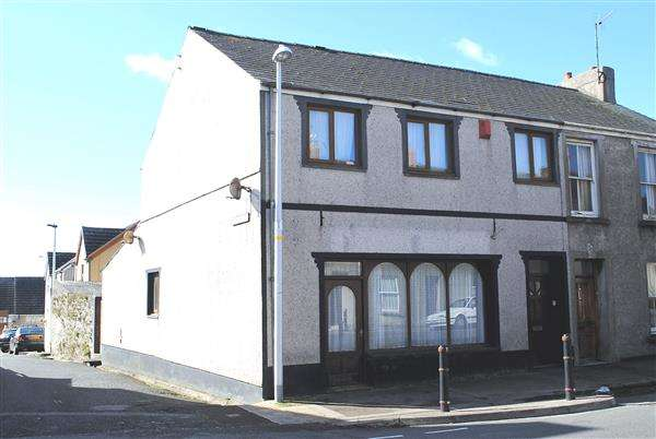 3 Bedrooms Semi Detached House for sale in 25A Military Road, Pennar
