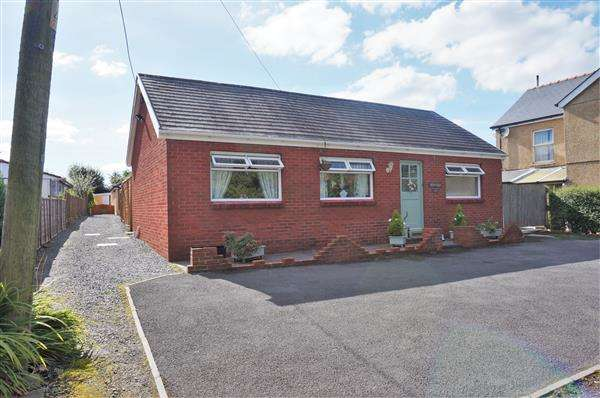 4 Bedrooms Detached Bungalow for sale in Carmarthen Road, CROSS HANDS, Llanelli