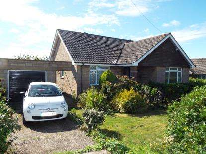 3 Bedrooms Bungalow for sale in Newport, Isle Of Wight
