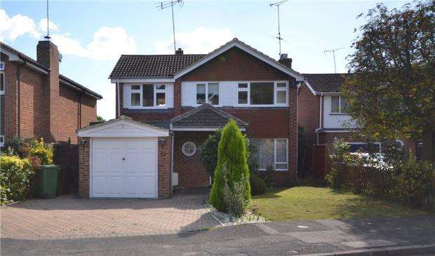 4 Bedrooms Detached House for sale in 5 Hawkswood Avenue, Frimley, Camberley, GU16 8LH
