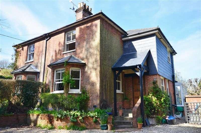 3 Bedrooms Property for sale in Deepdene, Lower Bourne, Farnham