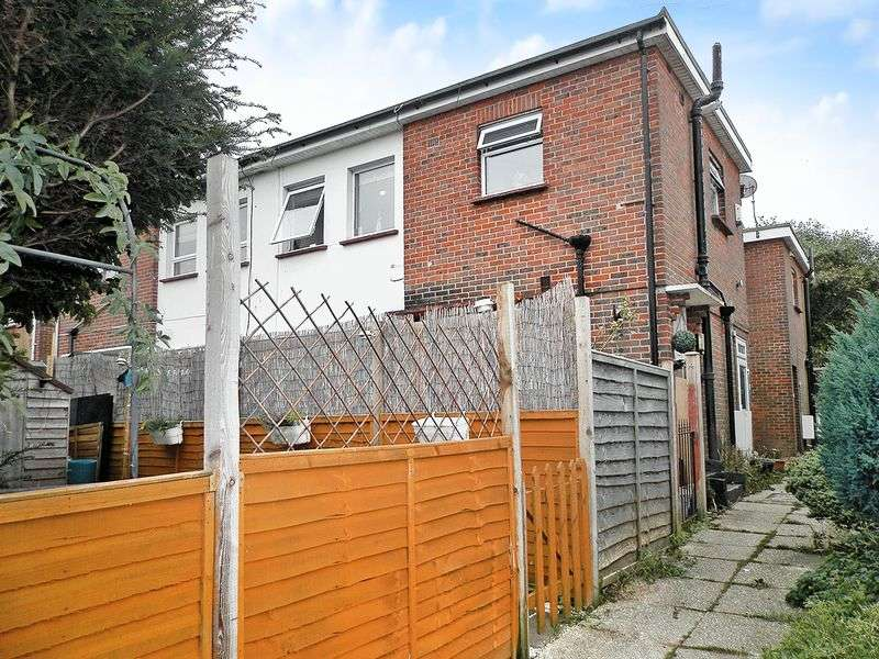 1 Bedroom Flat for sale in Cecil Road, Lancing
