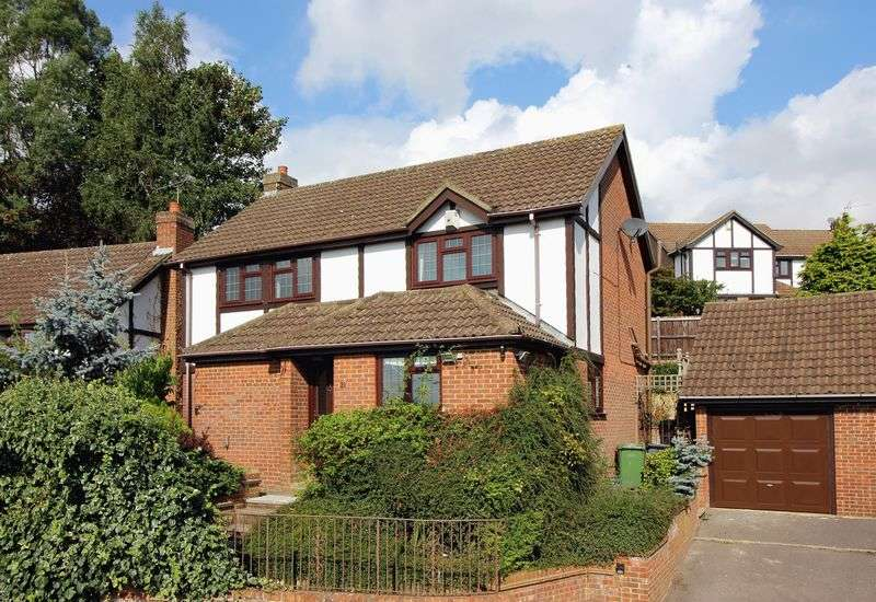 4 Bedrooms Detached House for sale in Penshurst Rise, Camberley