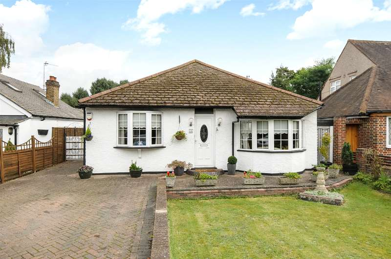 3 Bedrooms Bungalow for sale in Sunray Avenue, West Drayton, Middlesex, UB7