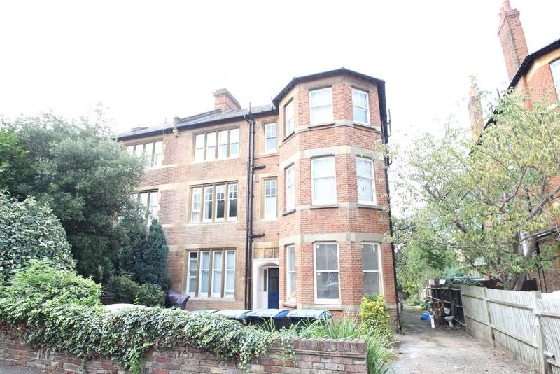 Flat for sale in Adelaide Road, Surbiton
