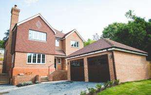 5 Bedrooms Detached House for sale in Kingswood Place, Boxford Close, Selsdon