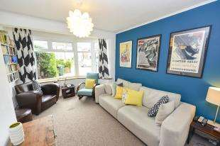3 Bedrooms Semi Detached House for sale in Kingsley Grove, Reigate, Surrey