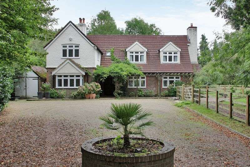 5 Bedrooms Detached House for sale in Charlwood Road, Horley