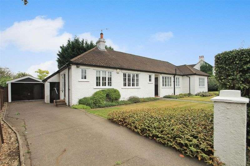 3 Bedrooms Detached Bungalow for sale in West Clandon