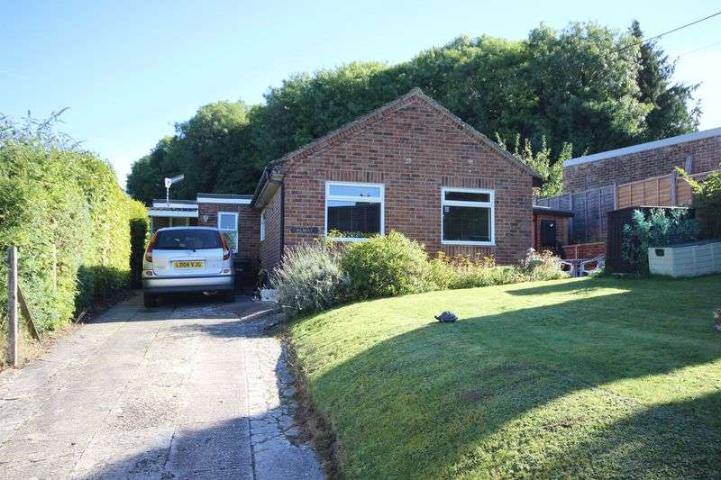 3 Bedrooms Detached Bungalow for sale in BUTTS Hill, STAPLEFORD, SP3
