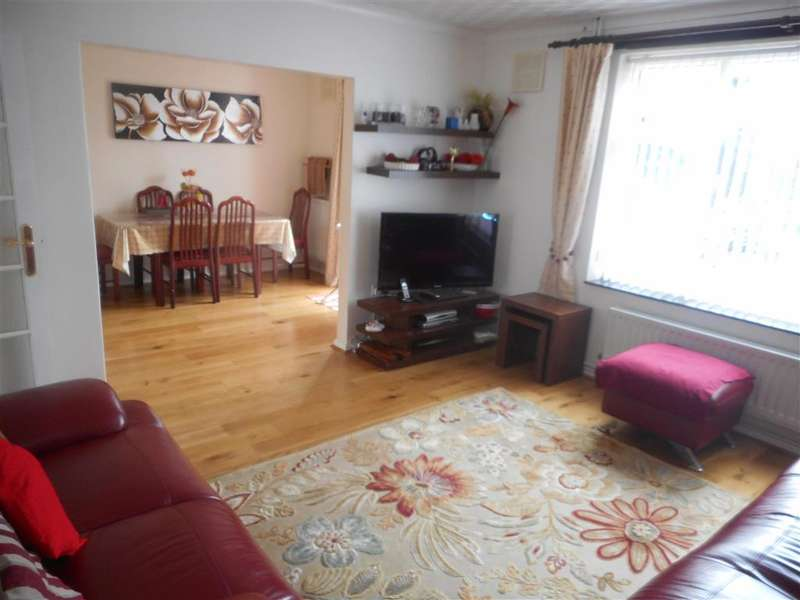 3 Bedrooms Terraced House for sale in Frizlands Lane, Dagenham, Essex