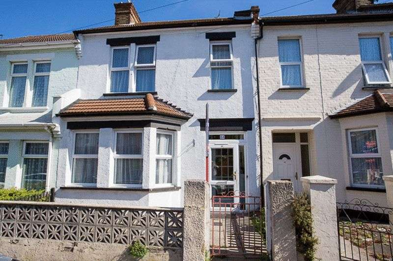3 Bedrooms Terraced House for sale in Shakespeare Drive, Westcliff-On-Sea