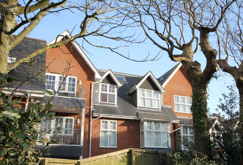 3 Bedrooms Flat for sale in Totland Bay, Isle Of Wight