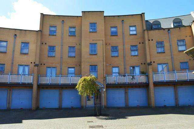 2 Bedrooms Flat for sale in Maunsell Road, Weston Village, Weston-Super-Mare