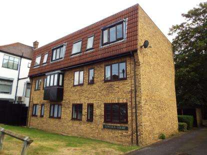 1 Bedroom Flat for sale in Milton Crescent, Gants Hill, Essex