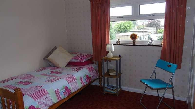 3 Bedrooms Semi Detached House for sale in Maesteg Crescent, Tonteg, Pontypridd