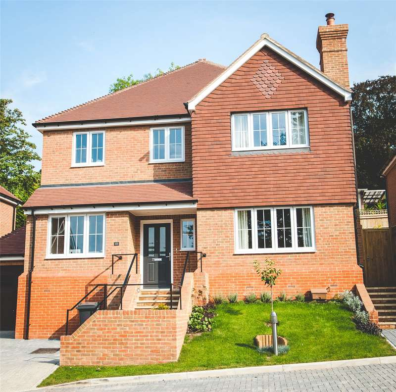 4 Bedrooms Detached House for sale in Boxford Close, Selsdon, Surrey, CR2