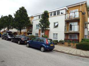 2 Bedrooms Flat for sale in Erebus Drive, London