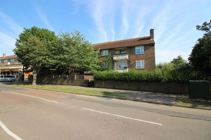 2 Bedrooms Flat for sale in Aycliffe Road, Borehamwood, Hertfordshire, WD6