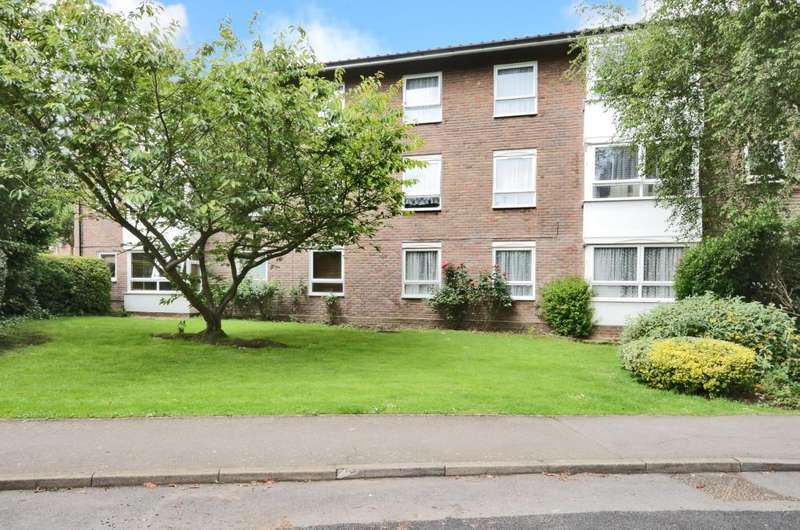 2 Bedrooms Flat for sale in Handside Close, Worcester Park, Surrey, KT4