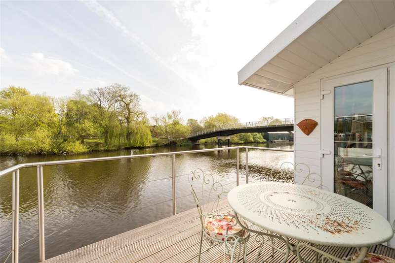 2 Bedrooms Detached House for sale in Taggs Island, Hampton, TW12