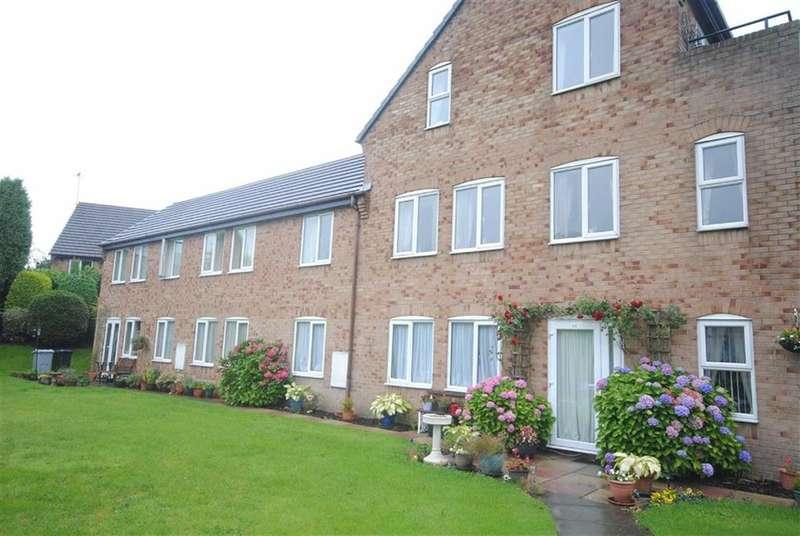 2 Bedrooms Flat for sale in Heyes Farm Road, Macclesfield