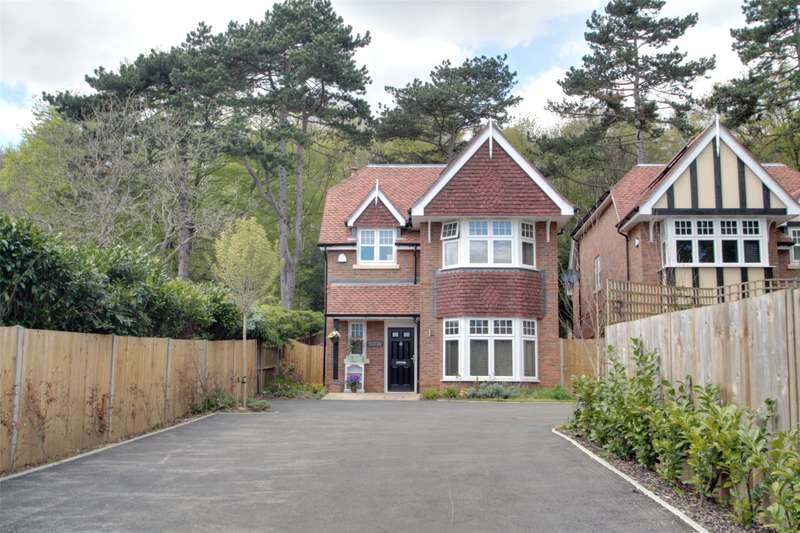 4 Bedrooms Detached House for sale in Brox Road, Ottershaw, Surrey, KT16