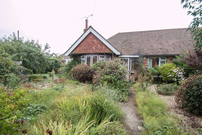 3 Bedrooms Semi Detached Bungalow for sale in Graydon Avenue, Chichester