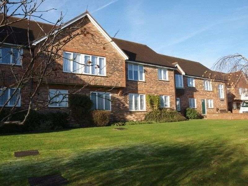 1 Bedroom Flat for sale in Hertswood Court, Hillside Gardens, High Barnet