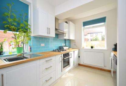 2 Bedrooms Semi Detached House for sale in Deerlands Close, Sheffield, South Yorkshire