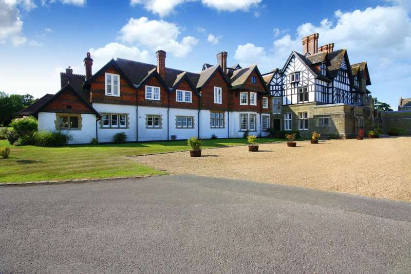 2 Bedrooms Flat for sale in Roffey Park, Forest Road