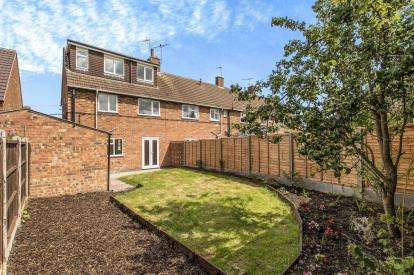 3 Bedrooms End Of Terrace House for sale in Essex Close, Kenilworth, Warwickshire