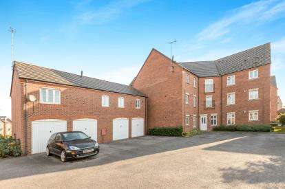 2 Bedrooms Flat for sale in The Marish, Warwick, Warwickshire, .
