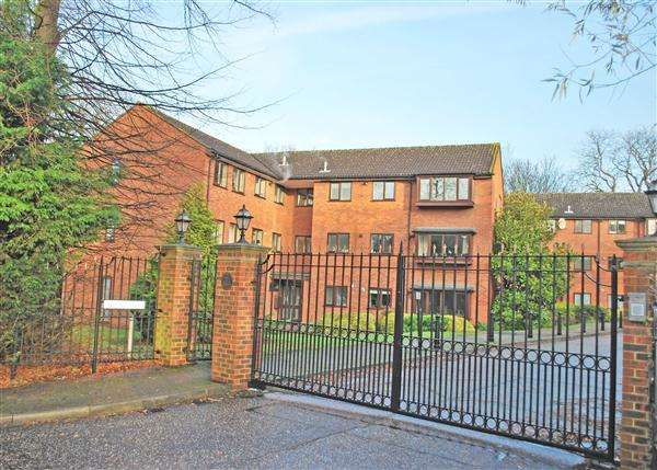 2 Bedrooms Apartment Flat for sale in Fernbank, Church Road, Buckhurst Hill