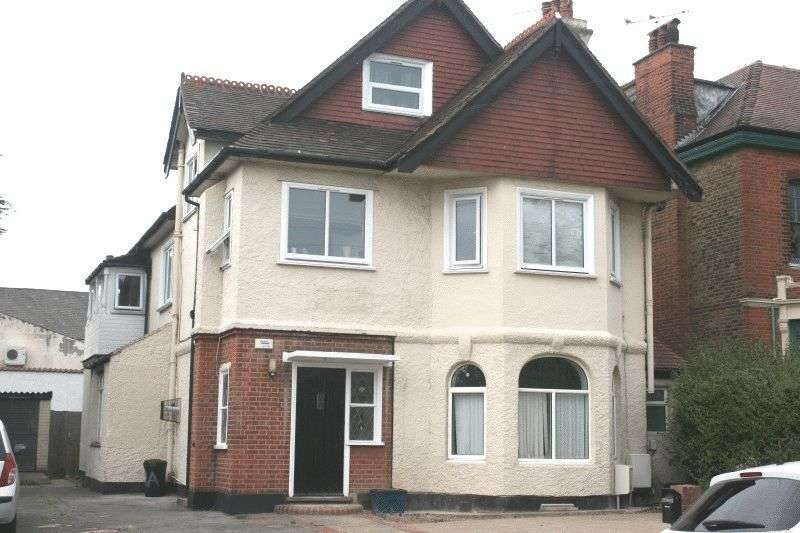 2 Bedrooms Flat for sale in Preston Road, Westcliff-On-Sea